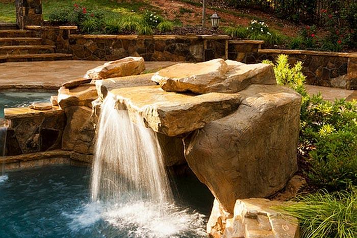 Пейзажный водопад, искусственный водопад на дачном участке