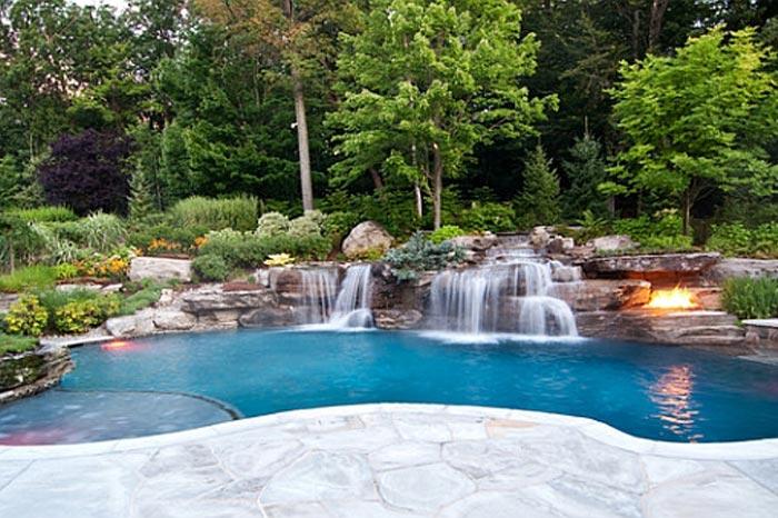 Декоративный-Водопад-в-бассейне фото